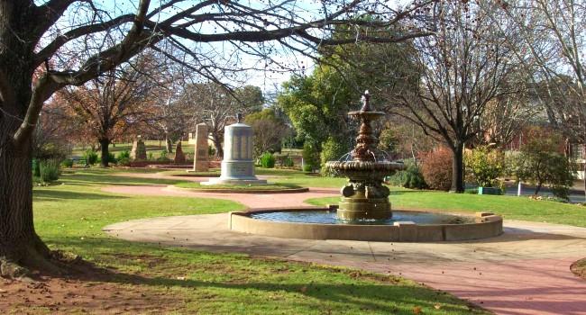 Hankinson (Royal Doulton) Memorial Fountain